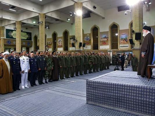 القائد الخامنئي يستقبل قادة الجيش الايراني