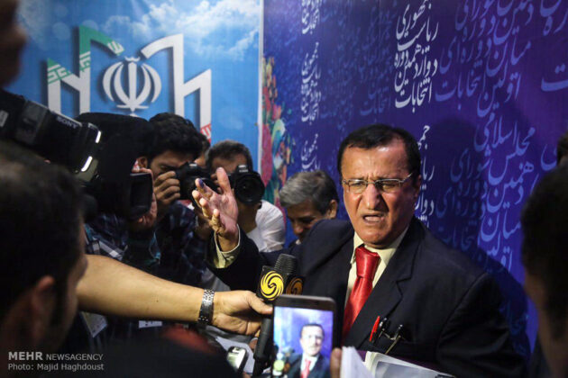 Over 100 Register for Iran's Presidency on First Registration Day (2)