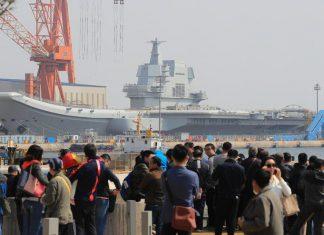 اولین ناو هواپیمابر ساخت چین وارد دریا شد