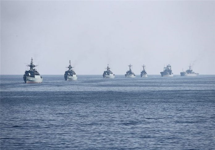 ايران تستعرض سفنها الحربية في الخليج الفارسي وبحر عمان