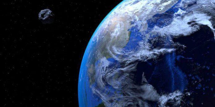 امشب شهاب سنگ بزرگی از نزدیکی زمین میگذرد