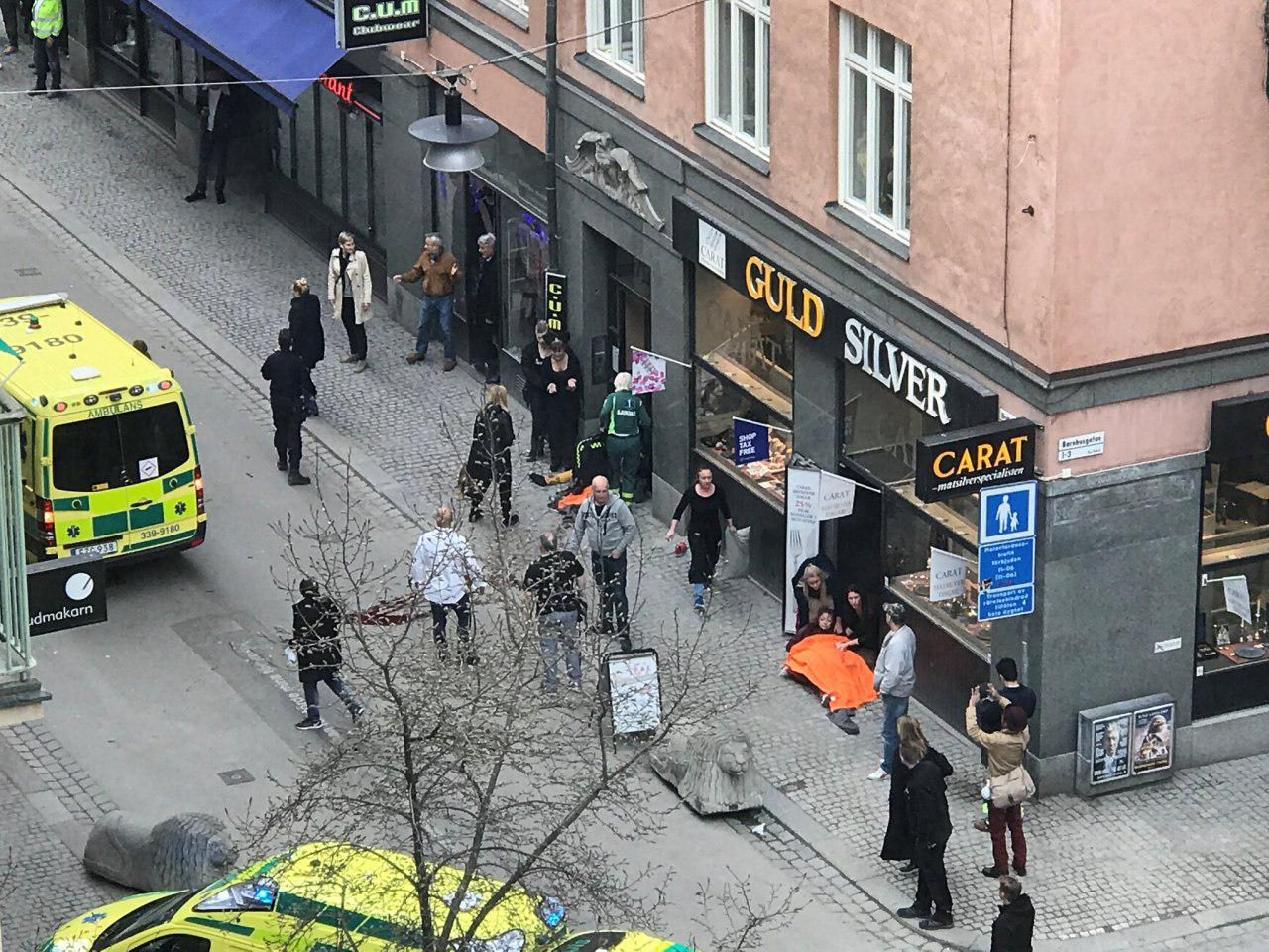 عبور کامیون از روی شهروندان سوئدی 5 کشته بر جای گذاشت