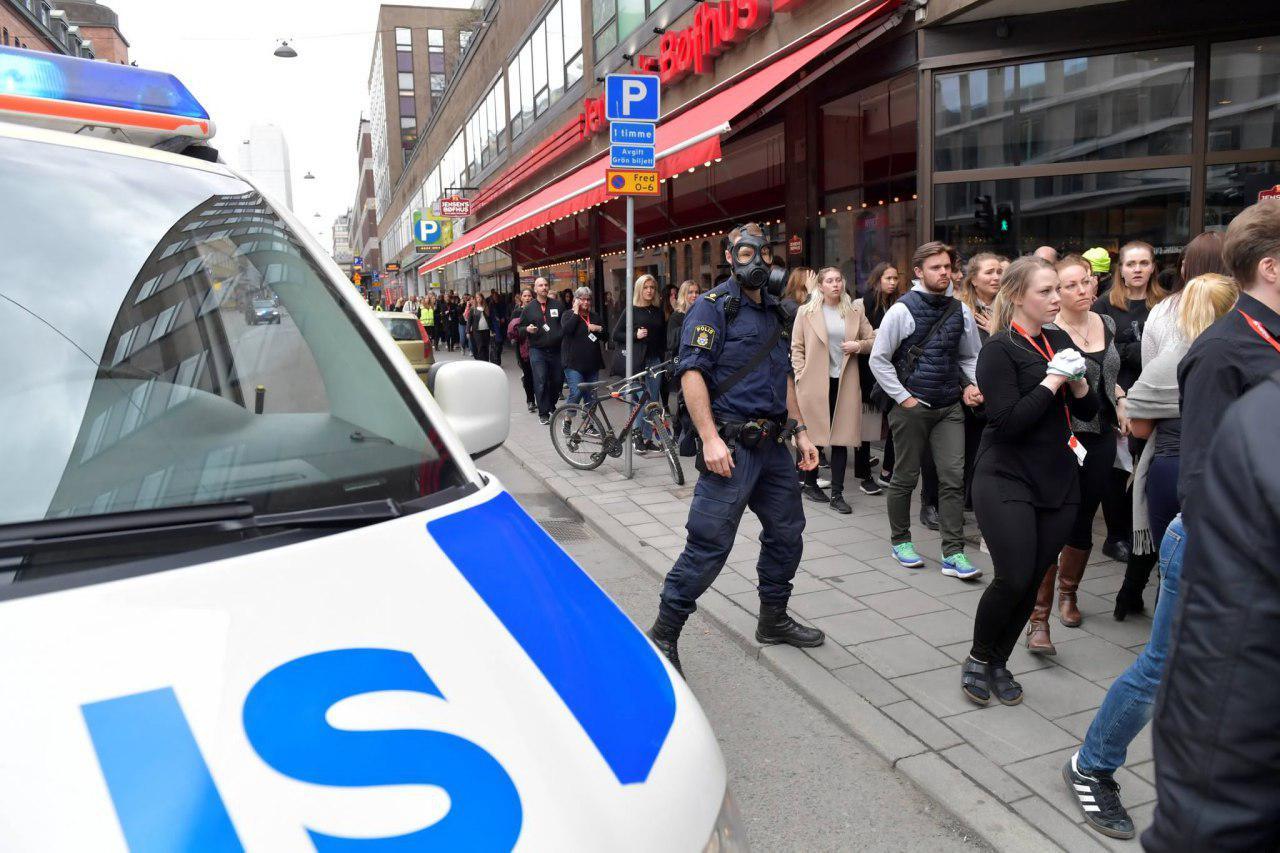 عبور کامیون از روی شهروندان سوئدی 5 کشته بر جای گذاشت2