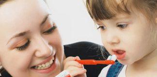 لماذا يجب تغيير فرشاة الأسنان بانتظام؟