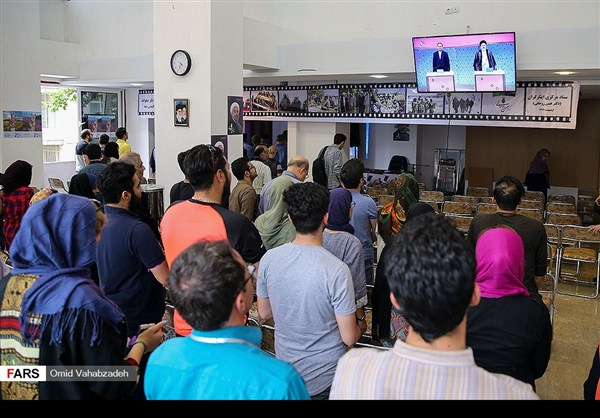 اهتمام الايرانيین بمناظرة المترشحين للرئاسة