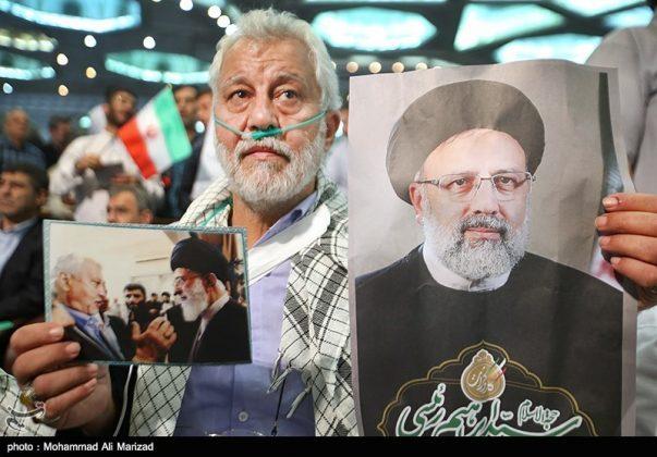 المرشح رئيسي بين أنصاره في طهران 21