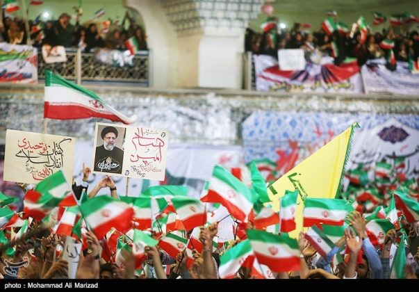 المرشح رئيسي بين أنصاره في طهران 24