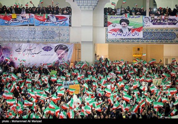 المرشح رئيسي بين أنصاره في طهران 27