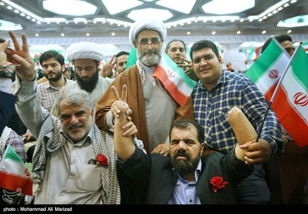 المرشح رئيسي بين أنصاره في طهران 28