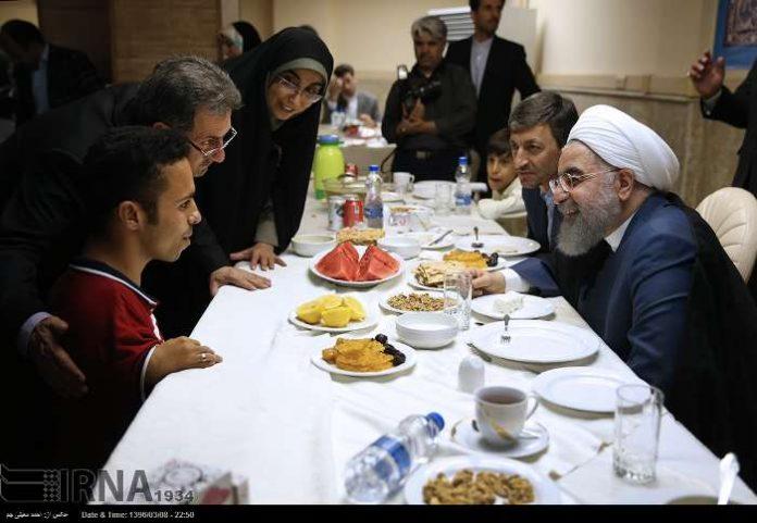 الرئيس روحاني يحضر مأدبة افطار مع المعاقين