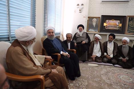 الرئيس روحانی يطلع مراجع الدین على خطط حكومته الاقتصادية
