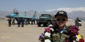Surprise Flight Boosts Sick Boy's Morale (4)