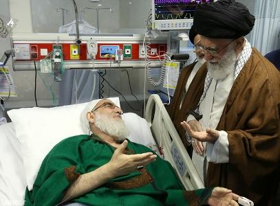 القائد خامنئي يعود آية الله هاشمي شاهرودي بالمستشفي
