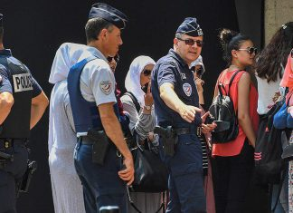 دستگیری 9 زن فرانسوی به جرم «تصمیم» به پوشیدن مایوی اسلامی!