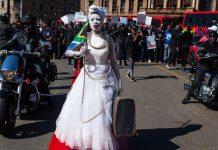 تظاهرات مردان آفریقای جنوبی در دفاع از حقوق زنان