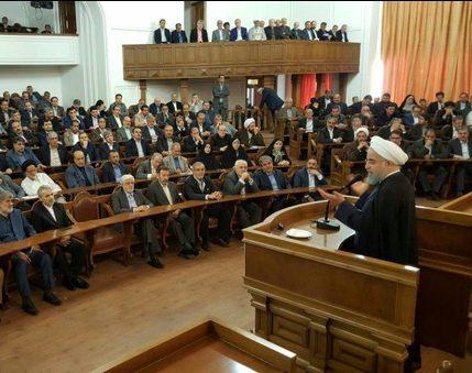 روحاني ضمن حملته الانتخابية يلقتي 170 برلمانيا من انصاره