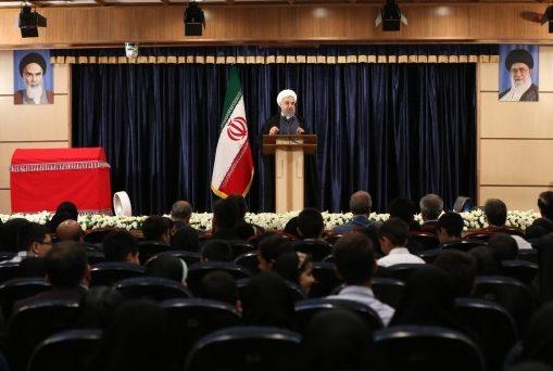 روحاني يؤكد ضرورة معالجة مشاكل الشعب الاقتصادية