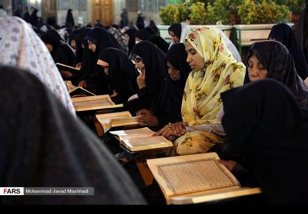 تلاوة القرآن الكريم في رمضان عند مرقد الإمام الرضا (ع)10