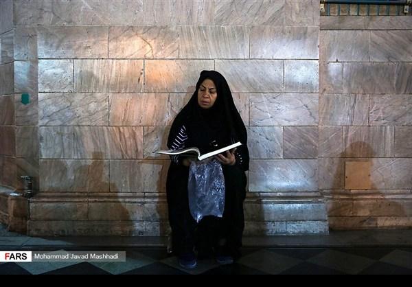 تلاوة القرآن الكريم في رمضان عند مرقد الإمام الرضا (ع)11