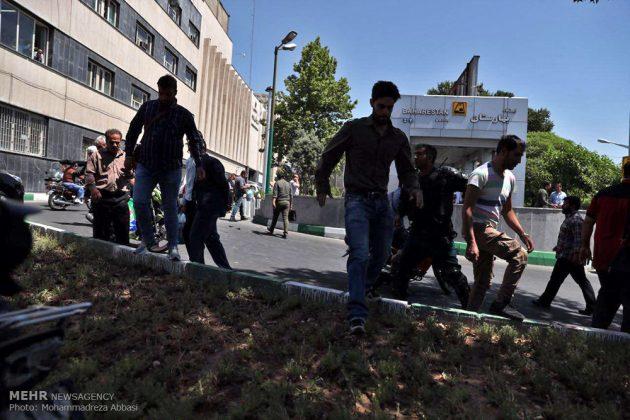 مشاهد من الهجوم المسلح على البرلمان الايراني 12