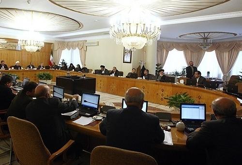 ايران.. تغيير ساعات العمل في 9 محافظات لترشيد استهلاك الكهرباء