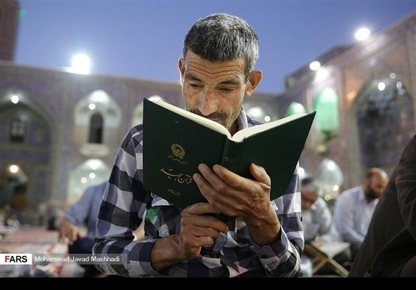 تلاوة القرآن الكريم في رمضان عند مرقد الإمام الرضا (ع)14
