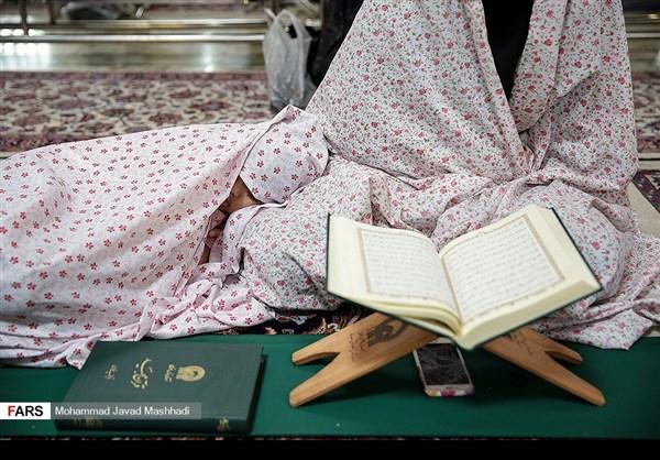 تلاوة القرآن الكريم في رمضان عند مرقد الإمام الرضا (ع)15
