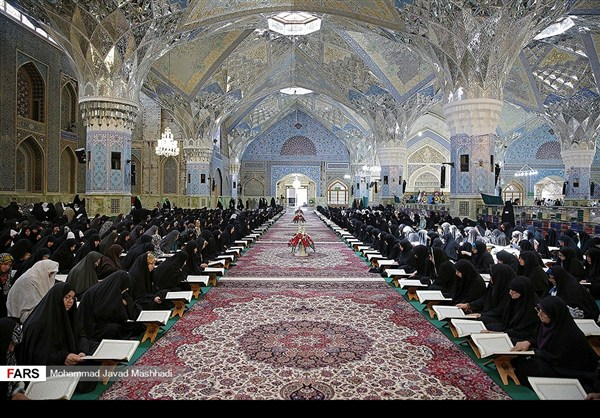 تلاوة القرآن الكريم في رمضان عند مرقد الإمام الرضا (ع)16