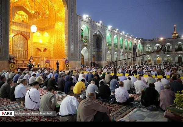 تلاوة القرآن الكريم في رمضان عند مرقد الإمام الرضا (ع)18