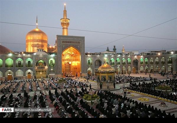 تلاوة القرآن الكريم في رمضان عند مرقد الإمام الرضا (ع)19