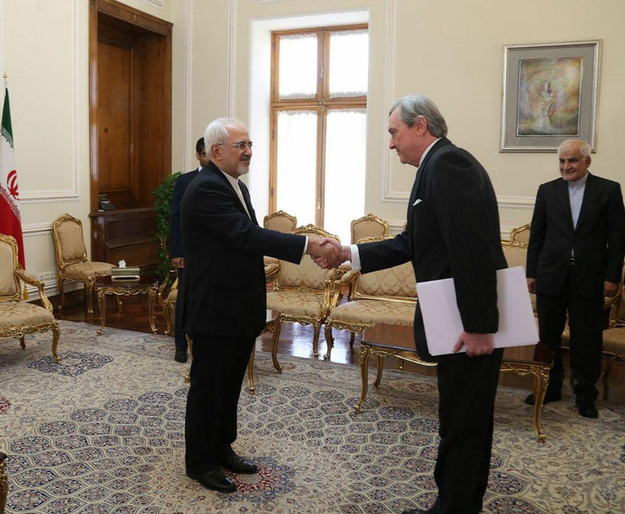 وزير خارجية ايران يلتقي بسفيري الاورغواي وفنلندا - 1