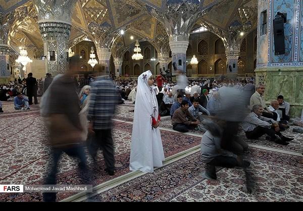 تلاوة القرآن الكريم في رمضان عند مرقد الإمام الرضا (ع)2