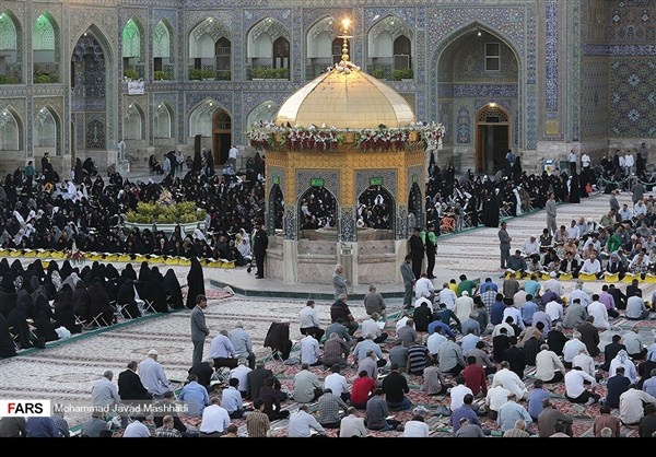 تلاوة القرآن الكريم في رمضان عند مرقد الإمام الرضا (ع)20