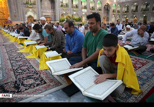 تلاوة القرآن الكريم في رمضان عند مرقد الإمام الرضا (ع)27