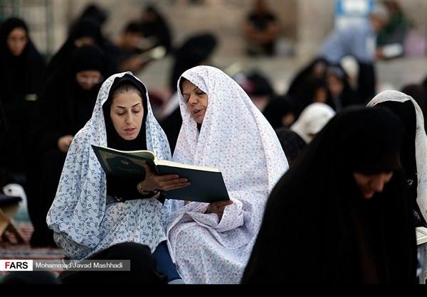 تلاوة القرآن الكريم في رمضان عند مرقد الإمام الرضا (ع)29