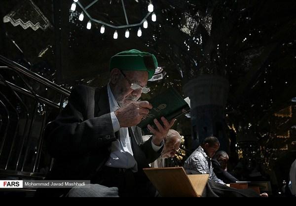 تلاوة القرآن الكريم في رمضان عند مرقد الإمام الرضا (ع)3
