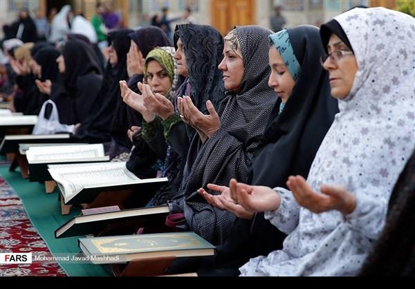 تلاوة القرآن الكريم في رمضان عند مرقد الإمام الرضا (ع)32
