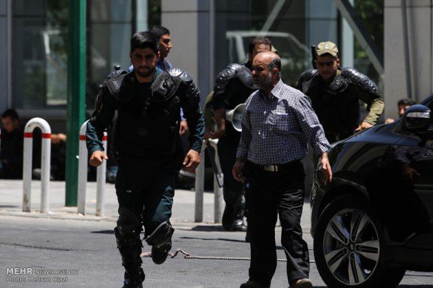 مشاهد من الهجوم المسلح على البرلمان الايراني 4