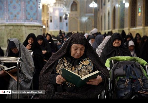 تلاوة القرآن الكريم في رمضان عند مرقد الإمام الرضا (ع)5