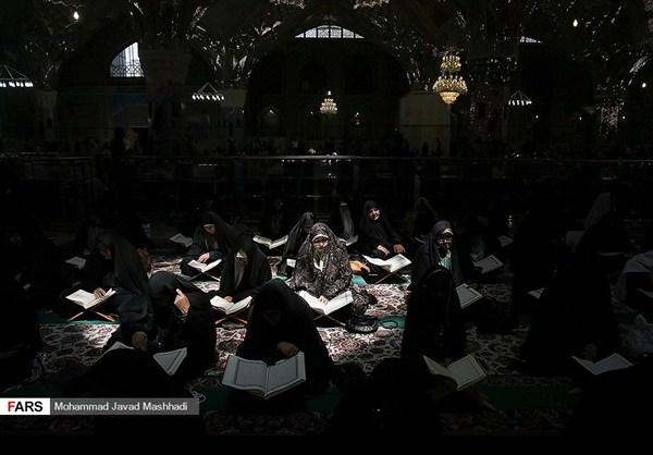 تلاوة القرآن الكريم في رمضان عند مرقد الإمام الرضا (ع)6