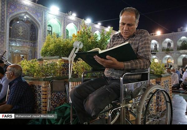 تلاوة القرآن الكريم في رمضان عند مرقد الإمام الرضا (ع)8