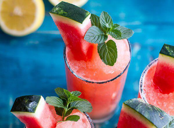 لذت نوشیدن یخ در بهشت صورتی در گرمای تابستان!