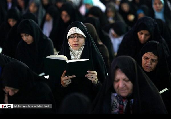 تلاوة القرآن الكريم في رمضان عند مرقد الإمام الرضا (ع)9