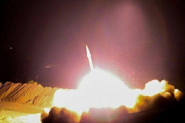 IRGC Uses Zolfaqar, Qiyam Missiles (1)