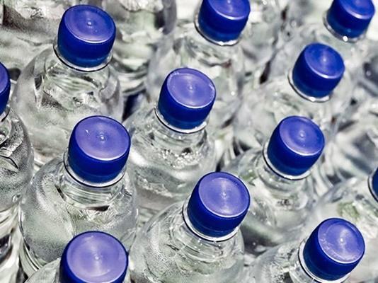 طهران تستهلك 52 ألف قنينة مياه في الثانية