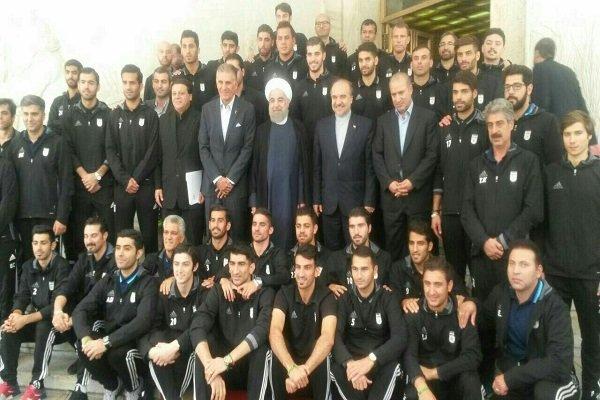 الرئيس روحاني يلتقي اعضاء الفريق الوطني لكرة القدم