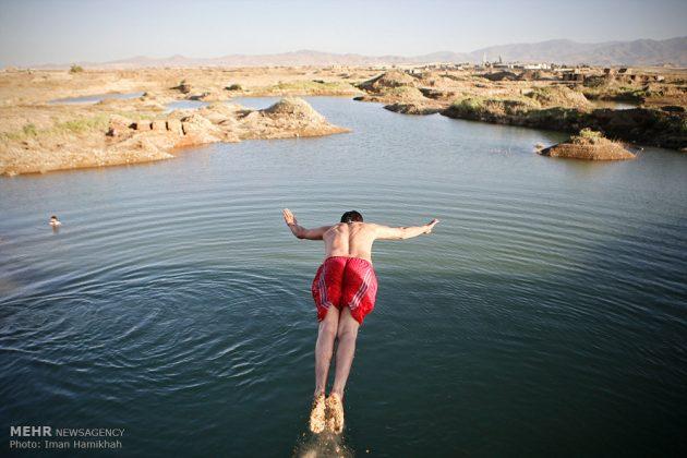 برك الماء ملاذ شباب همدان الايرانية في الصيف1