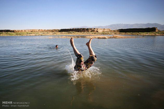 برك الماء ملاذ شباب همدان الايرانية في الصيف12