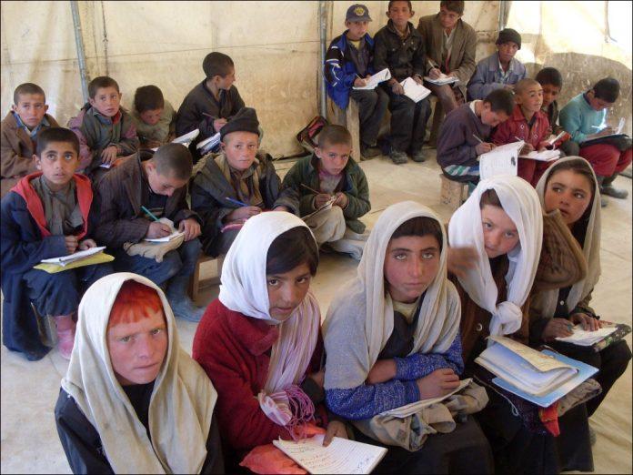 ايران.. التعلیم يشمل 80 الفا من ابناء الرعایا الاجانب المقیمین بصورة غیر شرعیة
