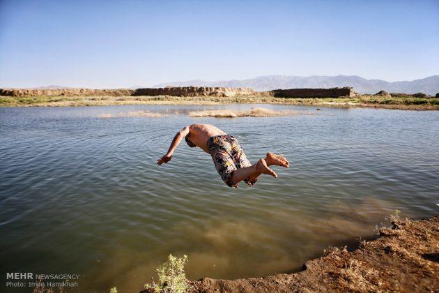برك الماء ملاذ شباب همدان الايرانية في الصيف16